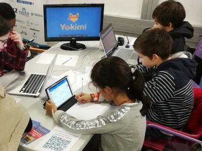 Des enfants apprennent les mathématiques avec Yokimi